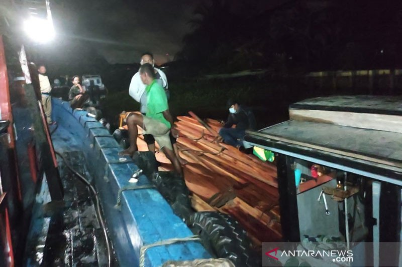 Polisi sita seribuan batang kayu olahan campuran ilegal
