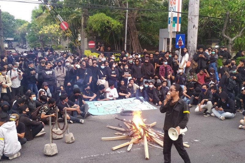 Meski tak berdemo, serikat pekerja Bali tetap tolak UU Cipta Kerja