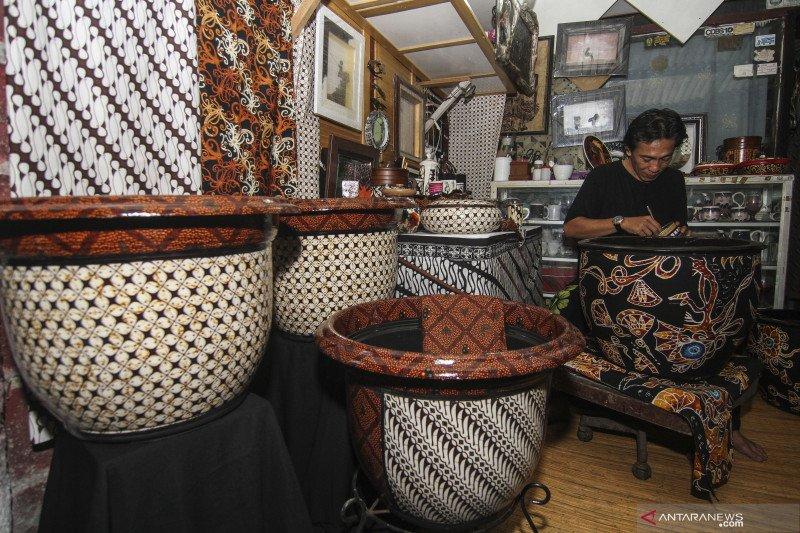 Kerajinan batik rekat