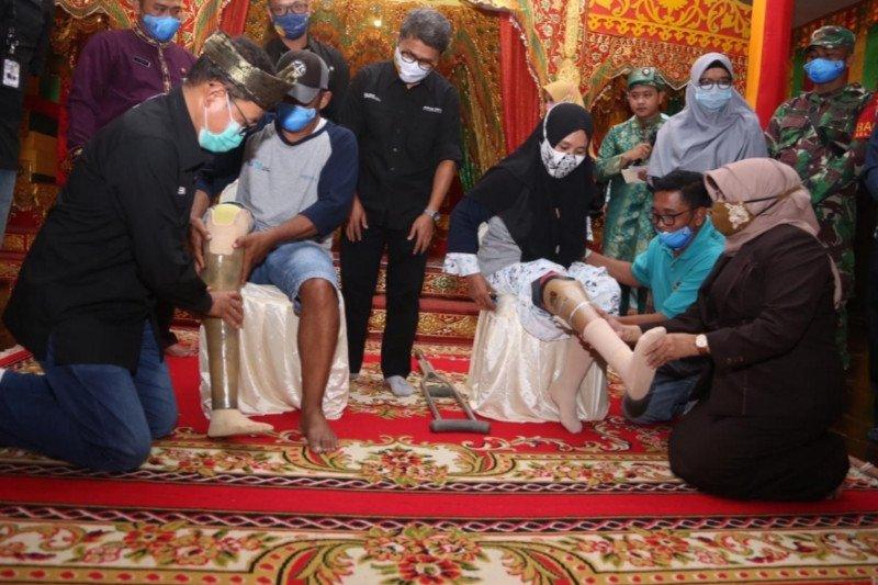Penyandang disabilitas di Pulau Penyengat dapat bantuan kaki palsu