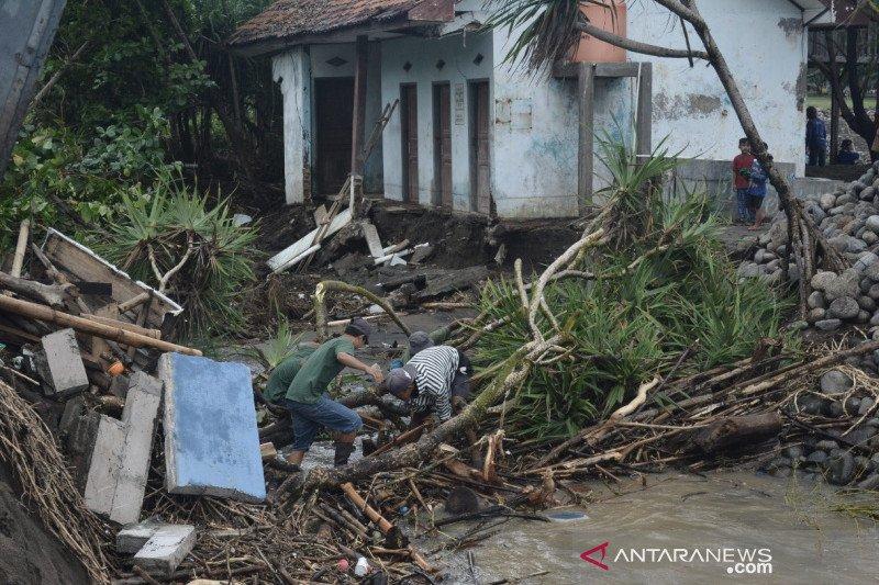 Ada kerusakan hutan penyebab banjir di Garut dibantah Perhutani
