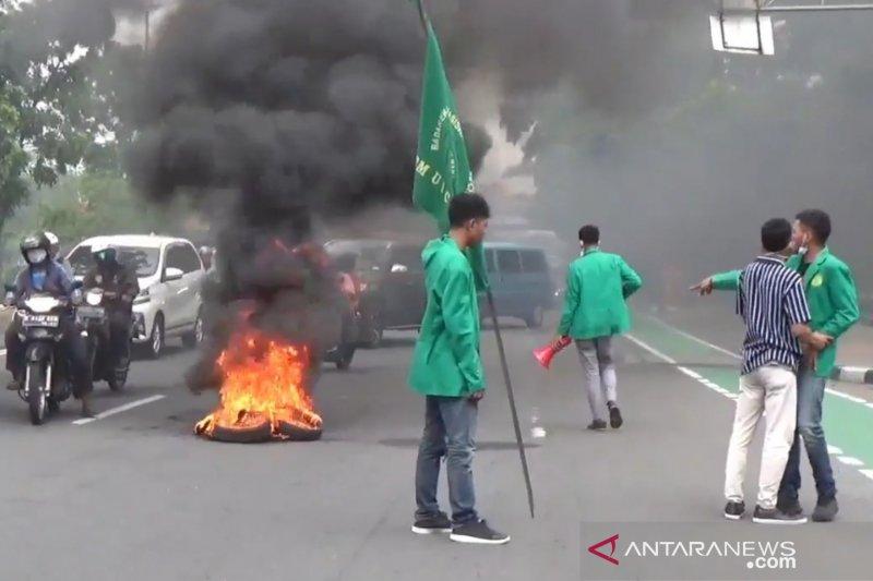 Lalu lintas Jalan Pemuda dialihkan ke jalur TransJakarta akibat aksi