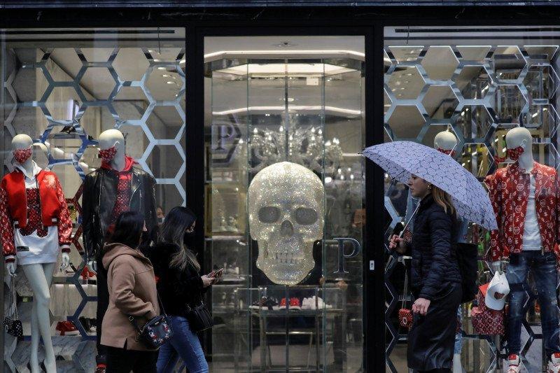London naikkan peringatan COVID-19, masyarakat protes 'lockdown'