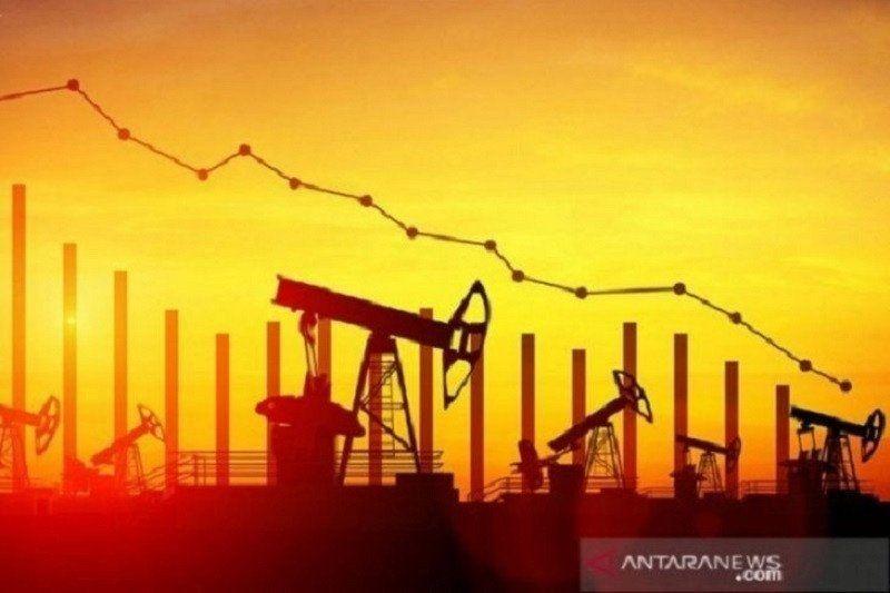 Minyak tergelincir tertekan produksi Libya dan kekhawatiran permintaan