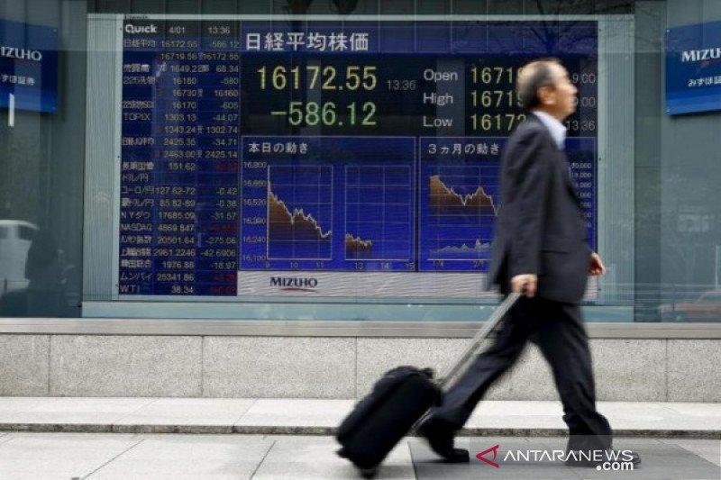 Saham Tokyo ditutup bervariasi, setelah Wall Street jatuh semalam