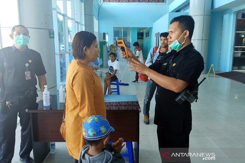 Tenaga kesehatan RSUD Mataram jalani tes cepat COVID-19 secara berkala