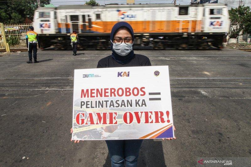 Sosialisasi keselamatan berkendara di perlintasan sebidang kereta api
