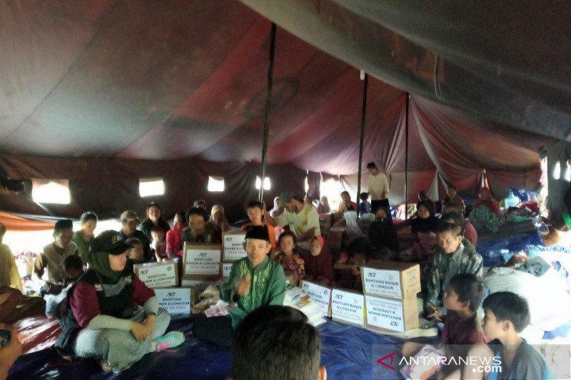 Puluhan warga mengungsi akibat bencana longsor di Tasikmalaya