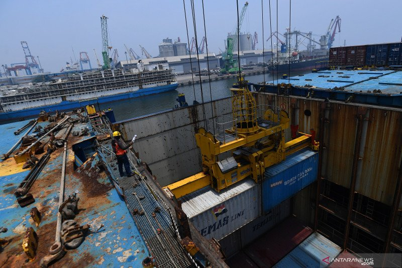 Neraca perdagangan RI Desember 2020 surplus 2,1 miliar dolar AS
