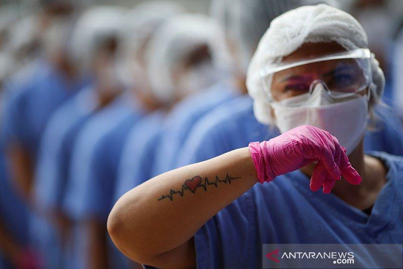 Melepas pasien COVID-19 terakhir dari rumah sakit darurat di Brasilia
