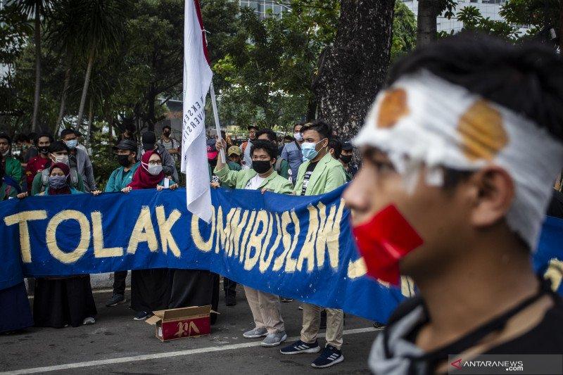 Indef: Pemangkasan perizinan UU Cipta Kerja perlu sosialisasi