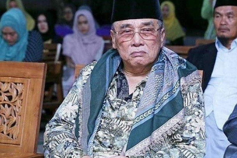 Pengasuh PP Al-Falah Ploso Kediri KH Mun'im Djazuli wafat
