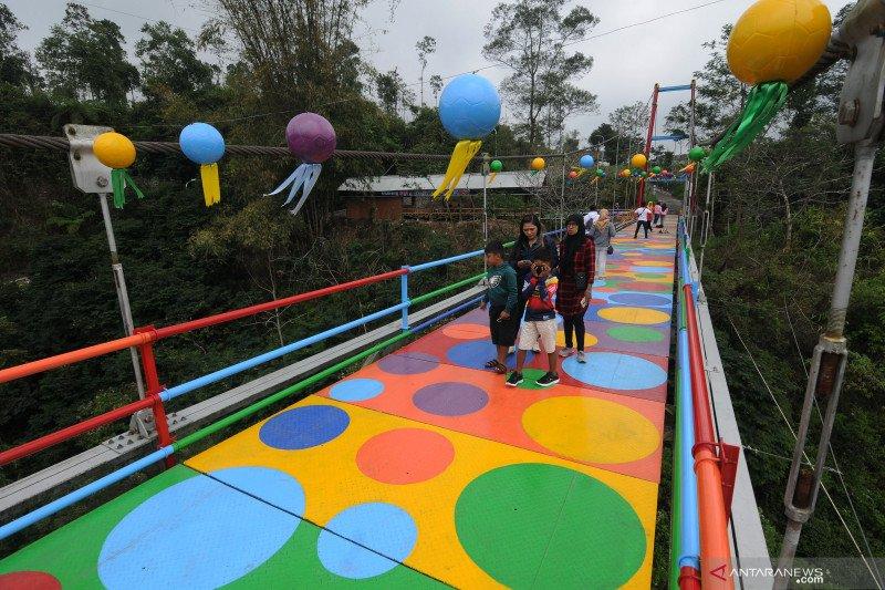 Jembatan gantung Polkadot