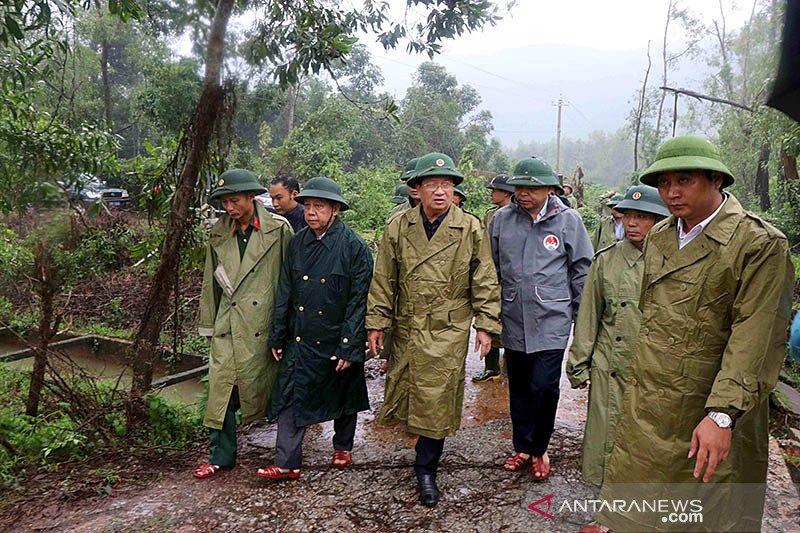 Tanah longsor menimpa barak militer Vietnam, 22 tentara hilang
