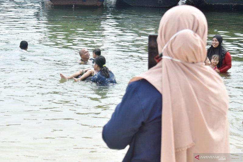 Polsek Kepulauan Seribu Utara pantau protokol kesehatan wisatawan