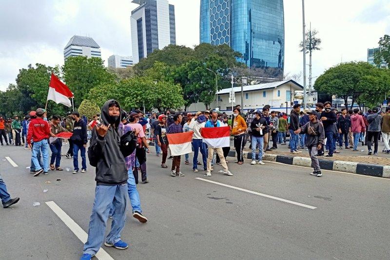 Demonstran remaja masih tampak di Taman Pandang