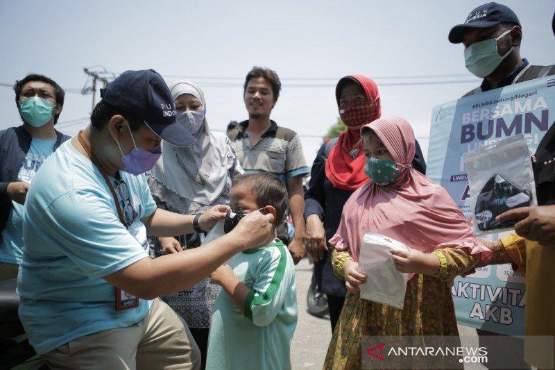 Bagi 2.200 masker, Pupuk Indonesia ingatkan penggunaan masker
