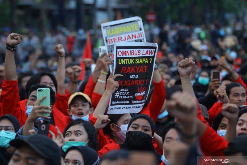 Demonstran yang diamankan di Surabaya semua negatif COVID-19