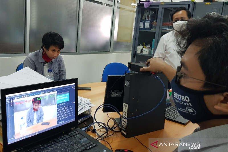 Kamera pendeteksi suhu dan pemakai masker diciptakan tim Udinus