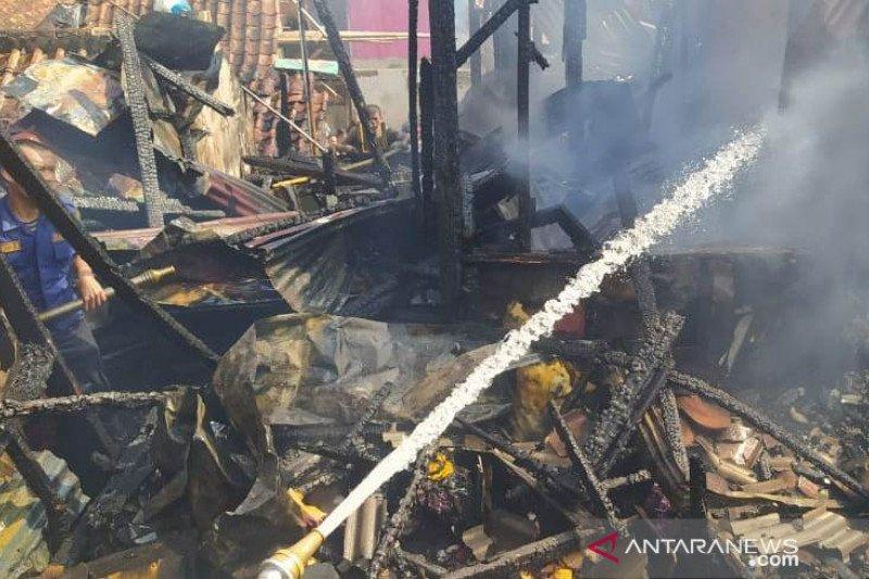Empat rumah di Cianjur terbakar diduga akibat arus pendek listrik