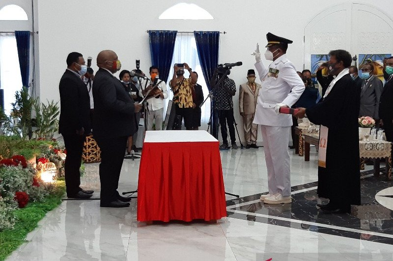 Wagub Papua kukuhkan Leonard J Sawerdani sebagai Wakil Bupati Sarmi
