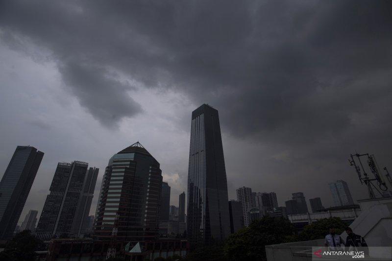 BMKG : Waspadai hujan disertai kilat menjelang Jumat siang