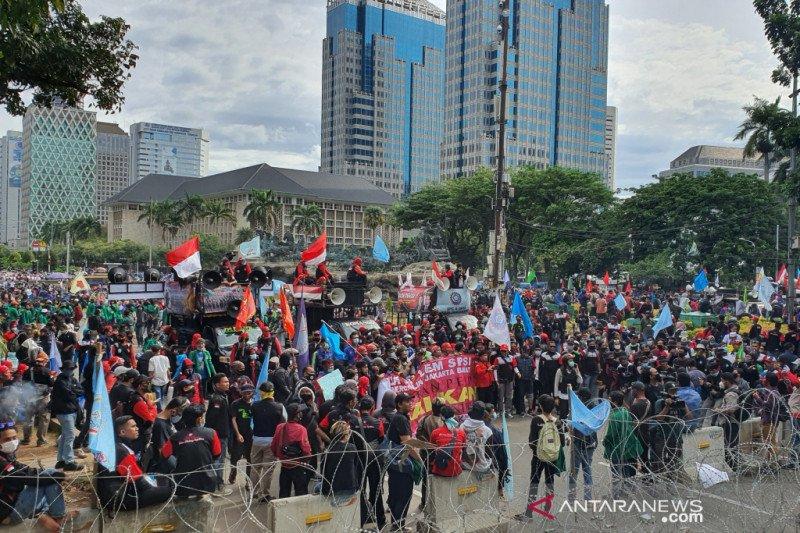 Bundaran HI ditutup imbas aksi buruh di Patung Kuda