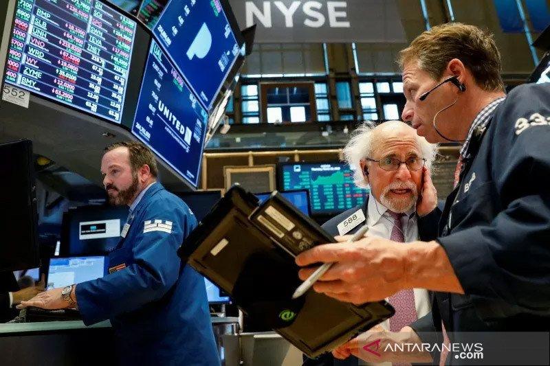 Wall Street naik, ditopang bahasan stimulus redakan khawatir lockdown