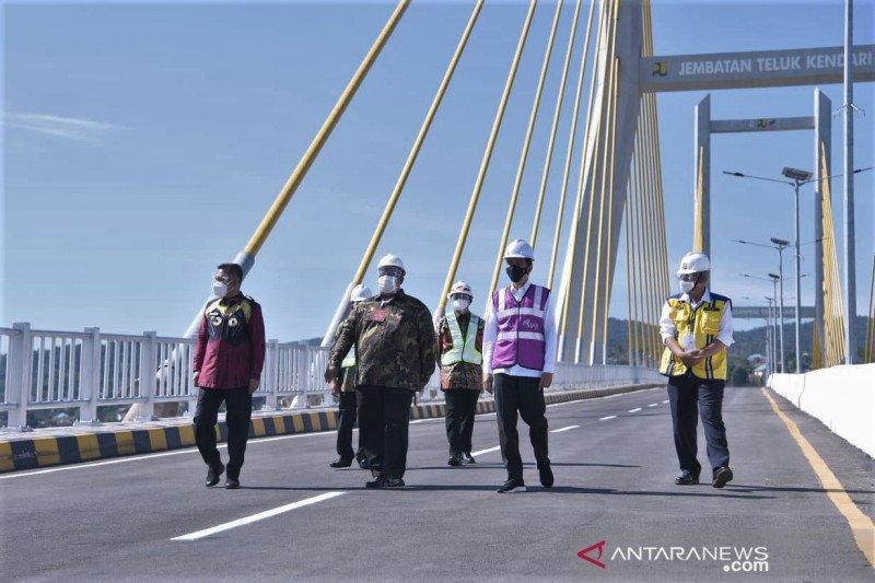Presiden resmikan Jembatan Teluk Kendari