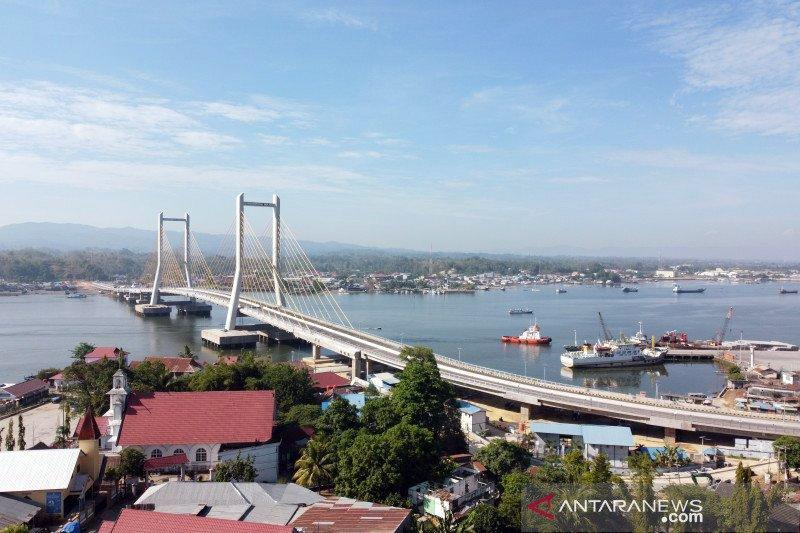 Presiden Jokowi resmikan ikon baru Jembatan Teluk Kendari