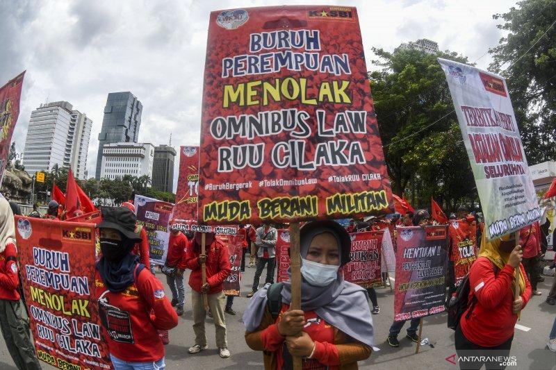 MK gagalkan omnibus law setelah Jokowi dicecar mahasiswa? Ini faktanya
