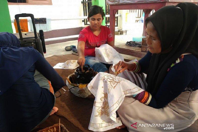 Seuntai harapan dari Rumah Batik