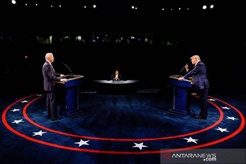 Biden serang penanganan COVID-19, Trump janji pandemi segera berakhir