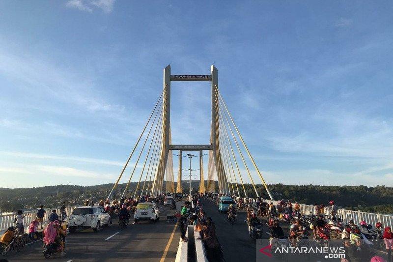 Warga diizinkan rekreasi di Jembatan Teluk Kendari sampai 30 Oktober