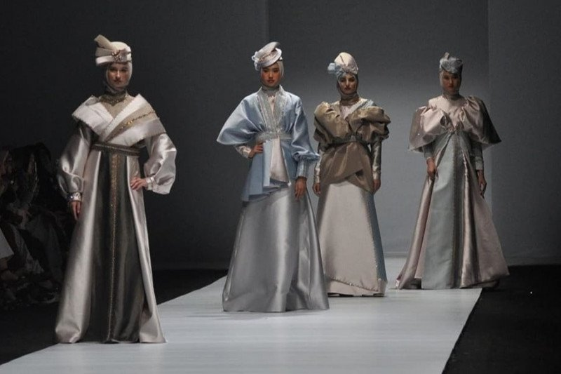 10 desainer IKRA unjuk gigi di Mercedes-Benz Russia Fashion Week 2020