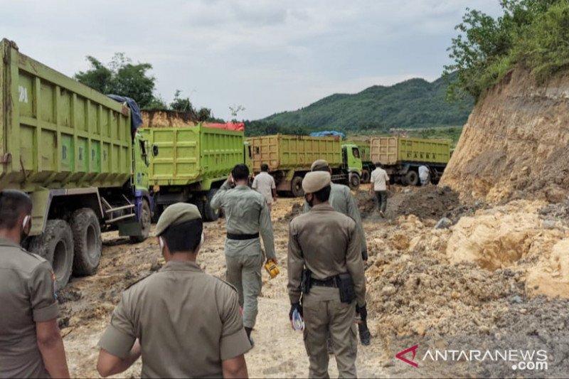 Satpol PP Bogor putar balik 1.200 truk dari lokasi tambang