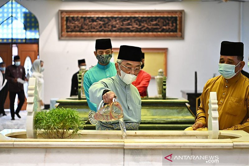 Sultan Abdullah diskusikan usulan kabinet dengan raja-raja Melayu
