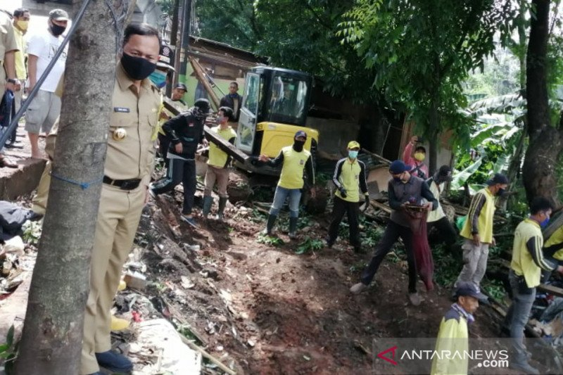Wali Kota Bogor pimpin pengerukan material longsor atasi banjir