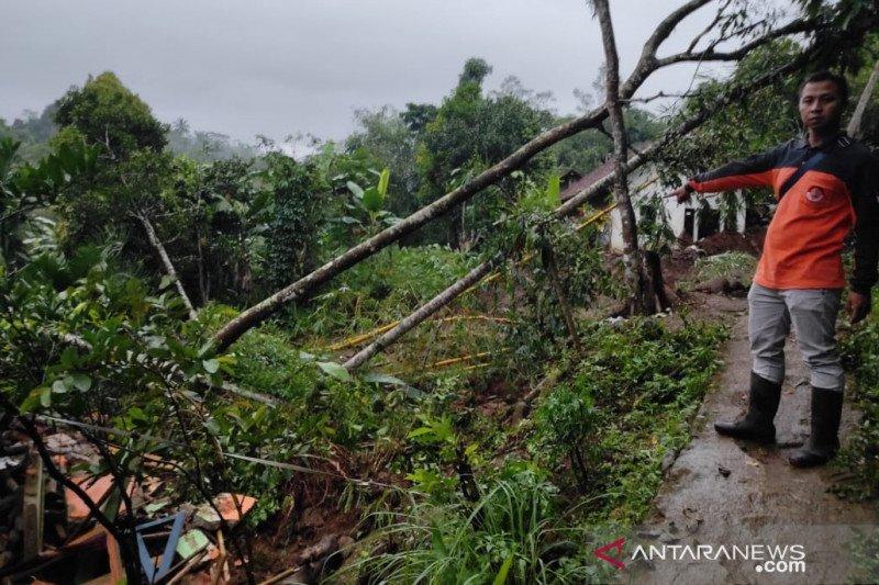 Longsor di Sukabumi, 6 rumah dan 1 mushalla rusak