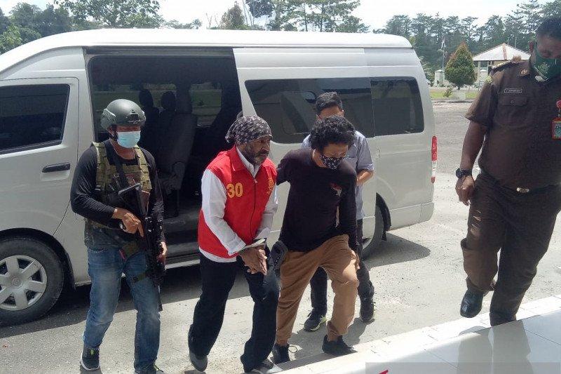 Petugas Keamanan Freeport kolaborator KKB jalani sidang perdana