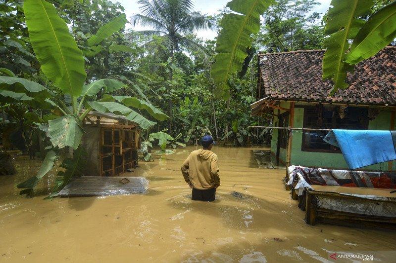 Air Sungai Ciputrahaji dan Cikaso meluap, rendam ratusan rumah di Ciamis