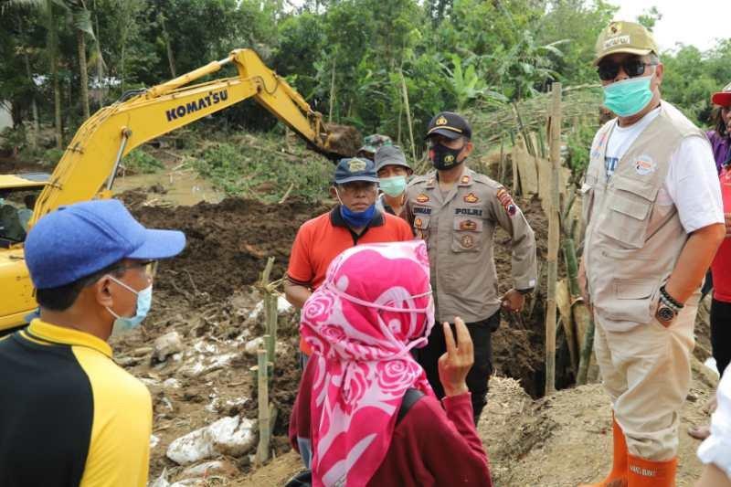 Pengungsi akibat banjir di Kebumen kembali ke rumah
