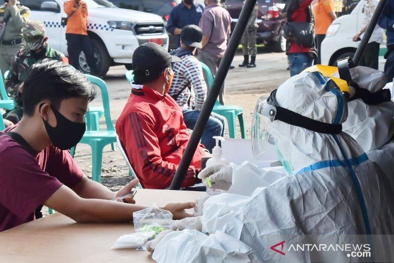Tes COVID-19 massal dilakukan pada wisatawan di Jalur Puncak Bogor