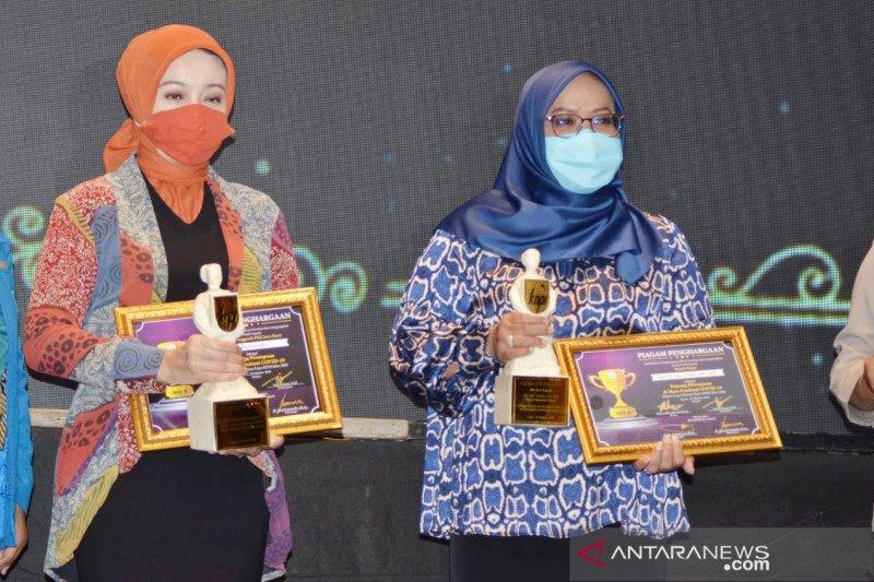 Bupati Bogor terima penghargaan perempuan pejuang di masa pandemi
