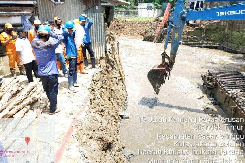 Antisipasi banjir, Jakarta Selatan keruk Kali Krukut