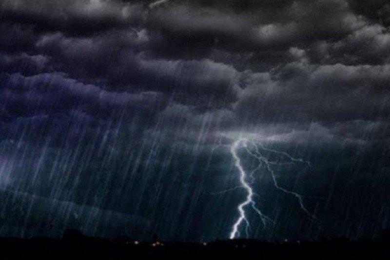 Jakarta diprediksi hujan disertai petir hari Minggu