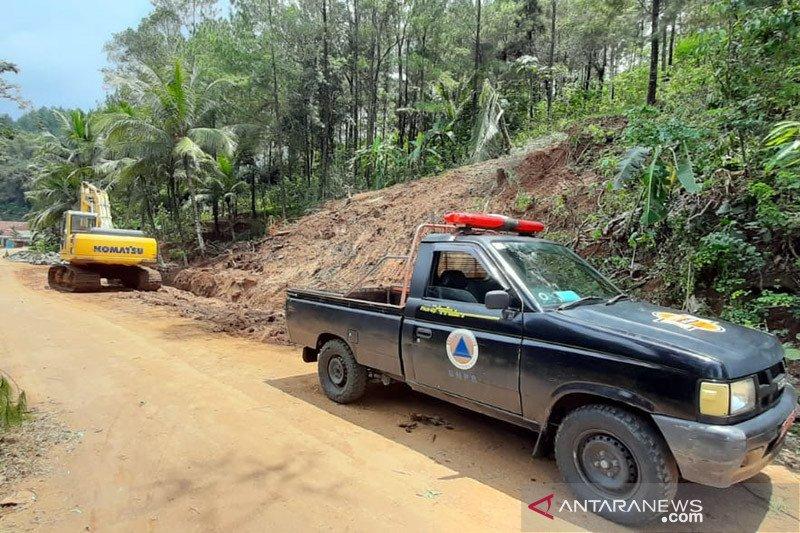 Banjir-longsor terjang Kebumen dan Cilacap-Jateng, warga mengungsi