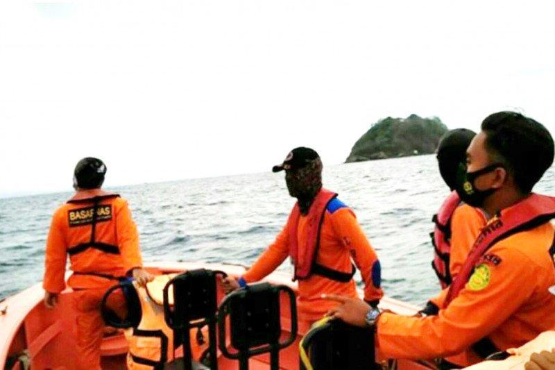Tim SAR Pelabuhan Merak cari penumpang kapal terjun ke laut