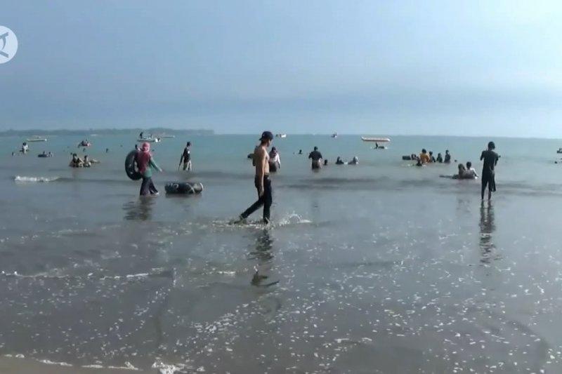 Pemkab Pandeglang awasi ketat wisata pantai