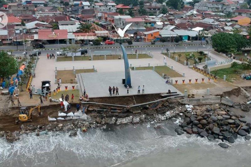 BNPB serahkan Rp19 miliar untuk atasi abrasi pantai di Padang